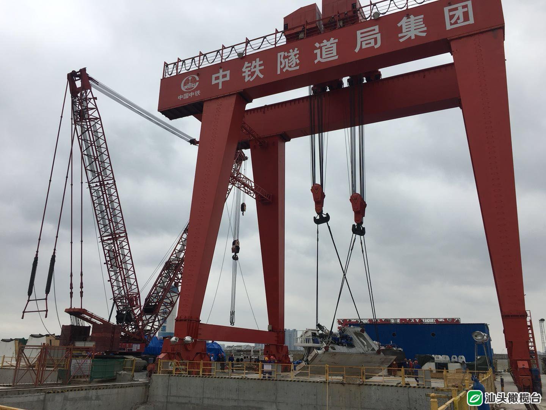 海湾隧道新进展:盾构机井下组装 年底前拼接成型具备掘进条件