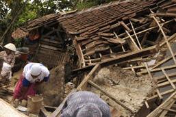 印尼西爪哇6.9级地震致2人死7人伤 上百房屋受损