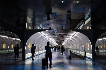 """广州白云国际机场""""海天走廊""""启用展现丝路之美"""