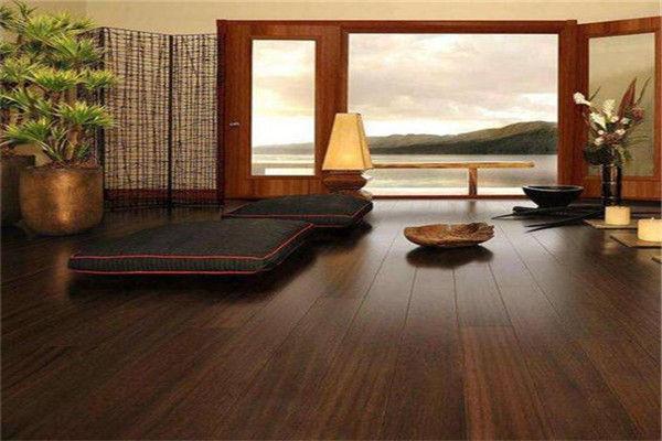 摩擦摩擦,木地板太滑怎么办?