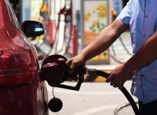 成品油价或迎年内最大降幅 私家车加满一箱油将少花17元左右