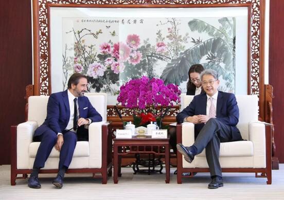 李晓鹏会见法国外贸银行首席执行官