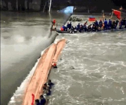 广西桂林龙舟翻船事故搜救工作全部结束 共17人遇难