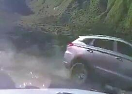 四女子自驾川西坠江2死2失踪 家属:平时很少开车
