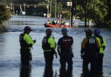 """""""弗洛伦斯""""余威大 飓风灾区水位告急"""