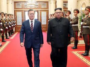 """朝韩首脑签署""""平壤宣言""""约再会"""
