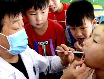 """口腔专家建议""""对症""""选用牙具"""