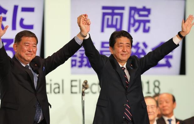 安倍晋三击败石破茂 成功连任自民党总裁