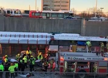加拿大渥太华一双层客车冲撞站台 造成3死20余伤