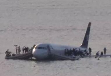 """""""哈德逊河奇迹""""十周年:机长与机上乘客再相聚"""