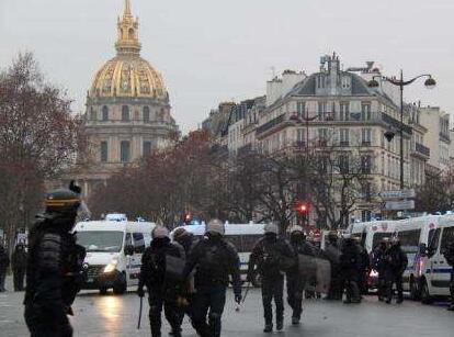 法国全国大辩论未平息示威者不满 巴黎7000人继续抗议