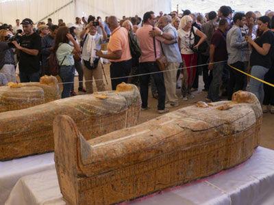 新发现!埃及出土30具3000年前的木棺