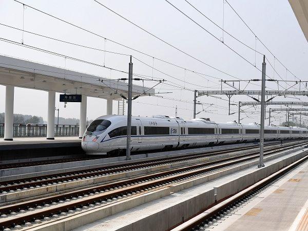 铁路等部门清理高铁沿线隐患迎春运