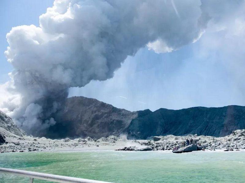 新西兰火山喷发致5人遇难 涉两名中国公民
