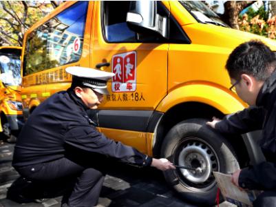 """国务院教督办发预警:加强校车管理 抵制""""黑校车"""""""