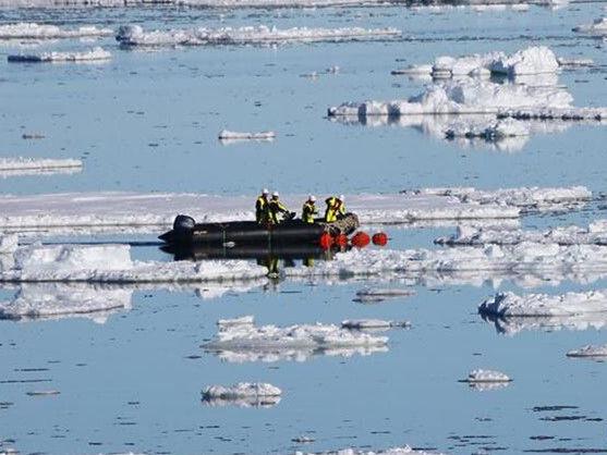 """""""雪龍2""""號首次回收和布放南極考察潛標"""