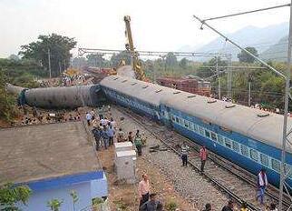 印度比哈尔邦火车脱轨至少7人死亡