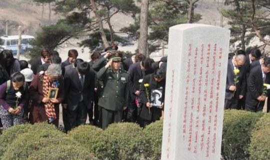 中国驻越南使馆组织祭奠援越中国烈士