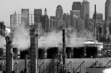 美国伊州一座化工厂发生爆炸 致1人死亡2人失踪