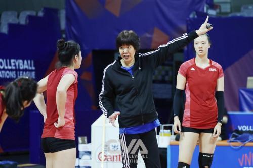 中国女排备战北仑站比赛 一传成为重点训练内容