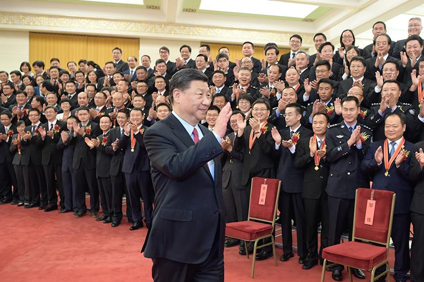 """习近平会见第九届全国""""人民满意的公务员""""和""""人民满意的公务员集体""""受表彰代表"""
