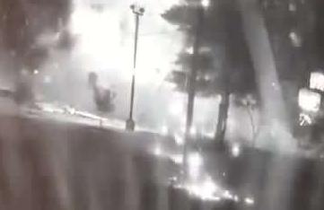 美国一肯德基发生爆炸餐厅被炸成废墟 无人员伤亡