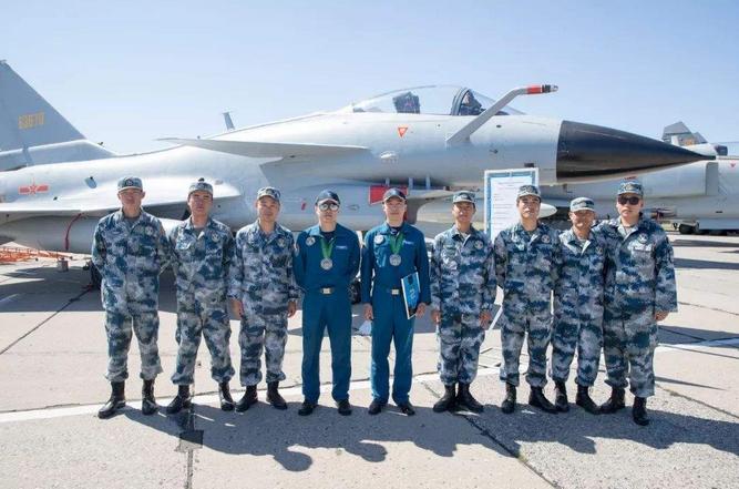 中国空军首次联合海军航空兵参加国际军事比赛
