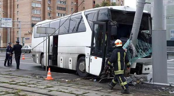 莫斯科一载有30名中国游客大巴发生车祸 11人受伤