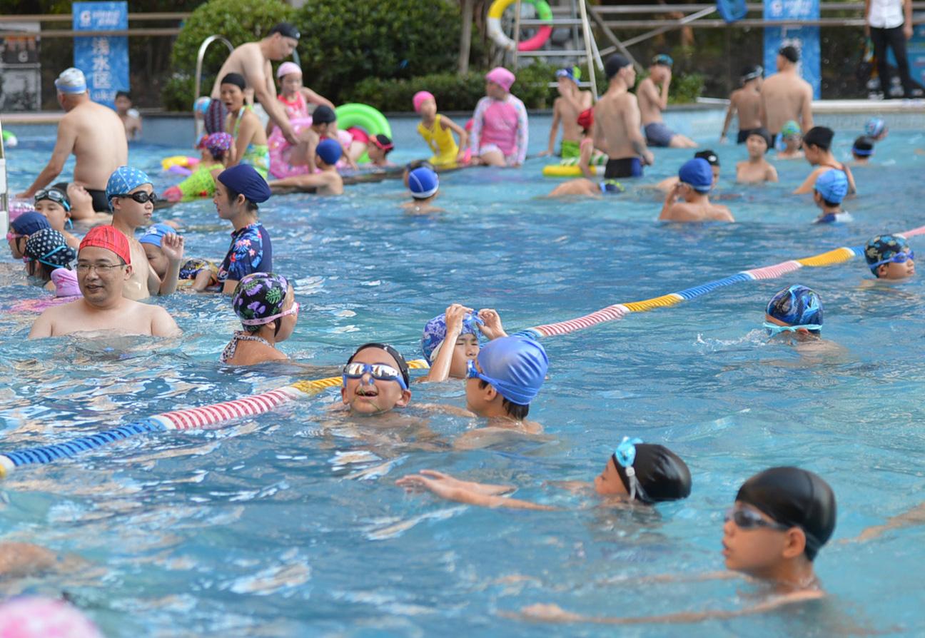 不換鞋入池、細菌超標5倍、救生員開小差,你去的游泳館也這樣嗎?——游泳場所安全衛生隱患調查