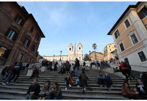 出境游别坐错地方 坐在西班牙台阶上要罚250欧元