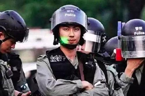 多位香港警察开微博 评论区暖哭