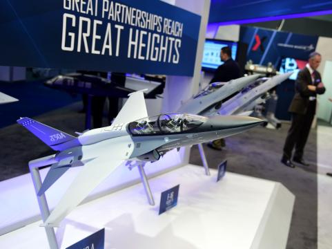 美国2020财年军事装备出口达1750亿美元
