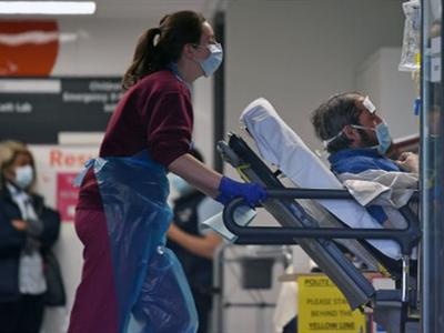 """英国首个""""方舱医院""""将接收病人 拟再建两所临时医院"""