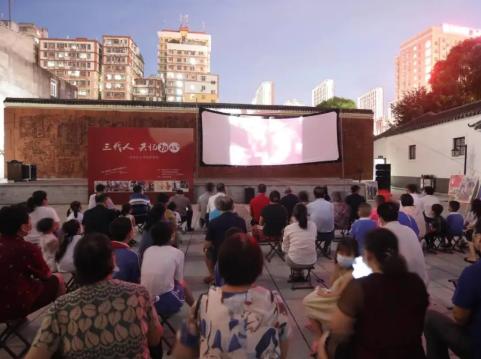 三代人共忆初心!龙华区开展经典红色老电影展映活动