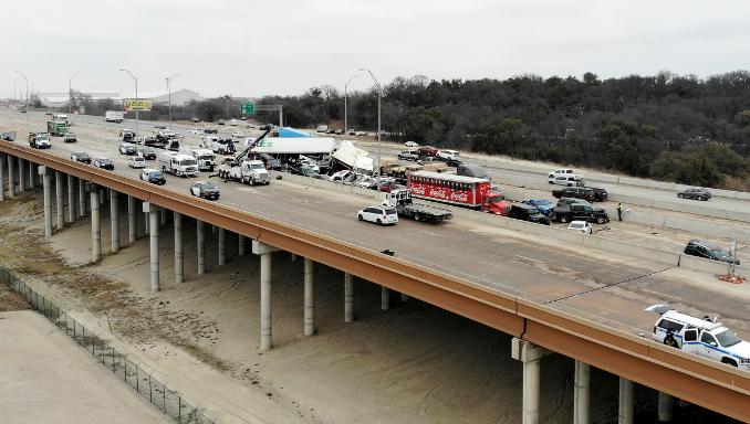 美国得州发生多车连环相撞事故至少5人死亡
