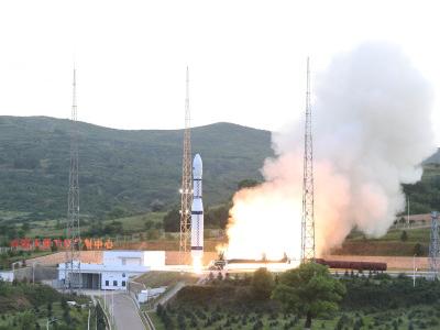 我国成功发射多媒体贝塔试验A/B卫星